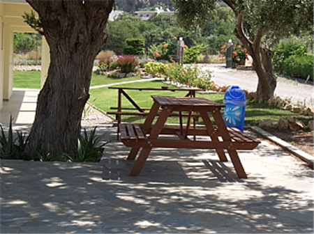 Picnic area table
