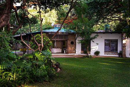 Madzi Kuwala Lake House